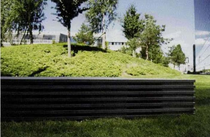 标志物大厦位于慕尼黑市施瓦宾区北部,两座大厦分别高113米和126米(28层和33层)。该大厦是慕尼黑市最高的建筑之一,是城市重要的标志物。 于2004年竣工的这座双子大厦现如今已经成为了慕尼黑现代建筑的典范。为纪念两位建筑界的大师,双子座周边的新街道被特意命名为路德维希.